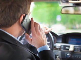 Korzystanie z telefonu komórkowego podczas jazdy