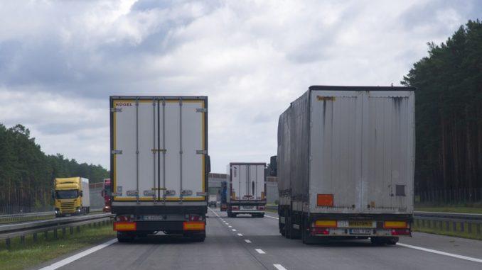 Ograniczenia wyprzedzania się ciężarówek