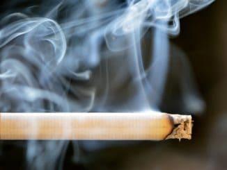 Czy można dostać mandat za palenie w samochodzie?