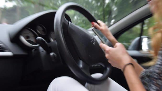 System wykrywający korzystanie ze smartfona w trakcie jazdy