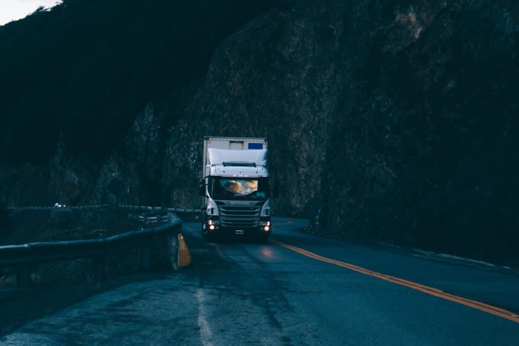 samochód ciężarowy - Ciągnik + Naczepa